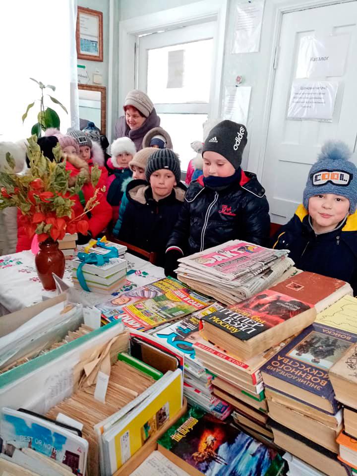 Екскурсія до селищної бібліотеки